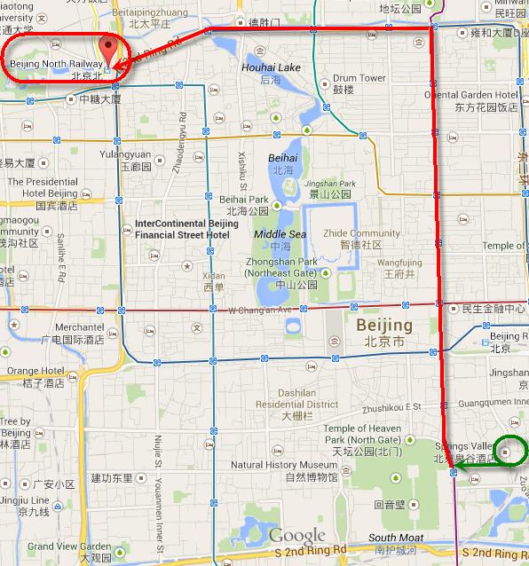 เส้นทางจากโรงแรมไป Beijing North Railway. สีเขียวคือช่วงเดินทางด้วยรถเมลล์ สีแดงคือรถไฟใต้ดิน.